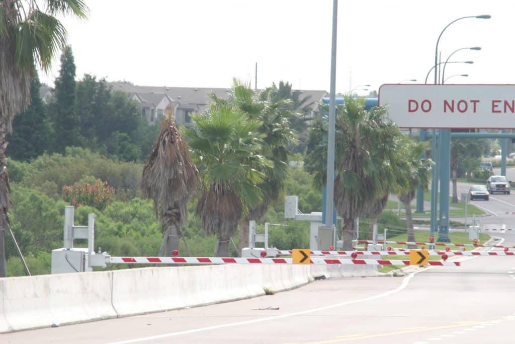 Warning gates for HOV Managed Lane